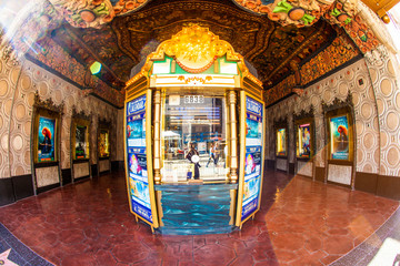 entrance of El Capitan Theatre