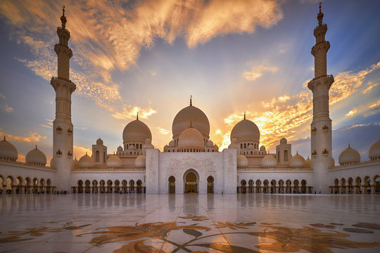 Sheikh Zayed Grand Mosque at sunset