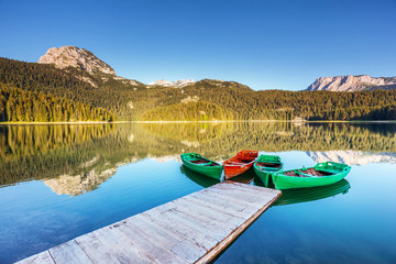 壁紙(ウォールミューラル) - Beautiful view of Black lake on sunny day. Location National park Durmitor, Montenegro, Europe.