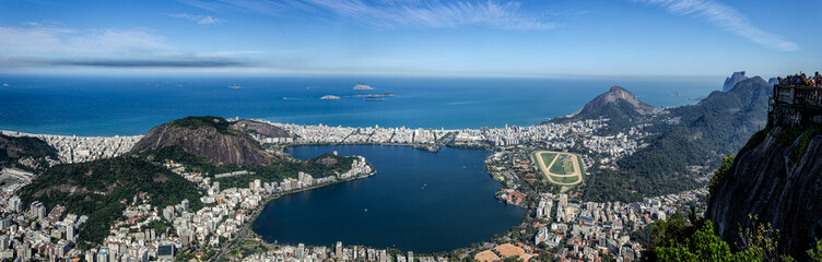 Panorama View of the Rio de Janeiro City, including the Laggon (Lagoa Rodrigo de Freitas), seen from the Corcovado Mountain. Fototapete