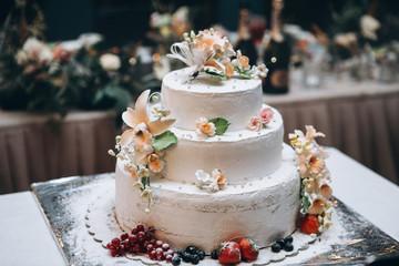 Wedding cakes and wedding deserts