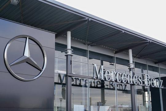 mercedes benz logfo dealership sign store German automotive Daimler AG