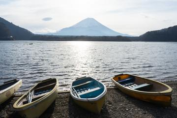 I photographed a magnificent view on a representative lake near Mt. Fuji.