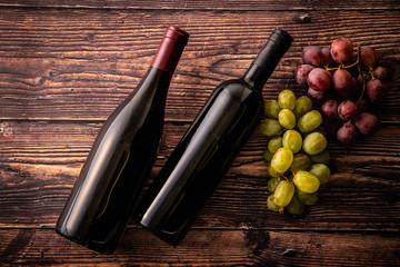 ワインボトルと葡萄