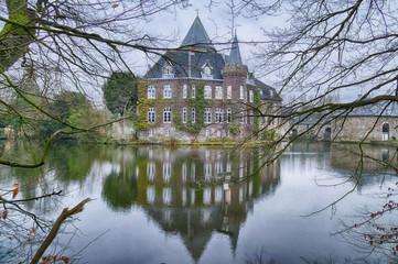 Historisches Wasserschloss bei Linnep