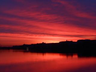 In de dag Rood traf. Bright colorful sunrise or sunset in Saint-Petersburg. Landscape. Neva river and sea