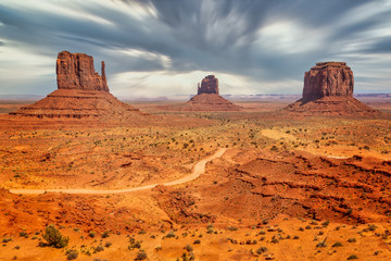 In de dag Oranje eclat Monument Valley on the border between Arizona and Utah in United States