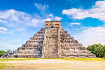 Fotobehang Bedehuis Pyramid of Kukulcan at Chichen Itza in Yucatan Peninsula, Mexico