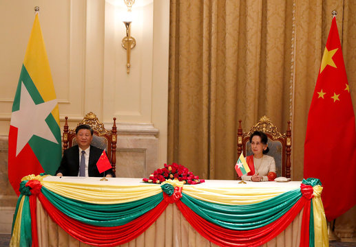 Chinese President Xi Jinping and Myanmar State Counselor Aung San Suu Kyi attend a signing ceremony of a memorandum of understanding (MOU) at the Presidential Palace in Naypyitaw