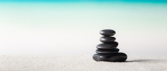 Foto op Textielframe Stenen in het Zand Stack of zen stones on sand beach