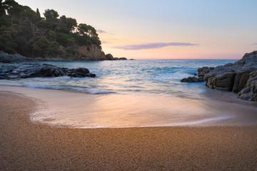 Fototapete - Sunrise on a sandy beach