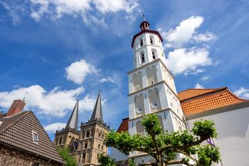 Die Evangelische Stadtkirche und der .Dom St. Viktor in Xanten, Deutschland