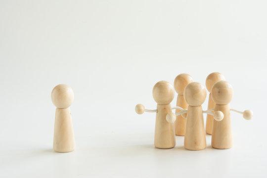 孤立  対立 少数派