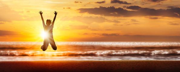 freudensprung silhouette am strand