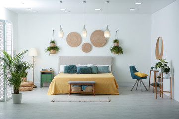 Stylish room interior with large comfortable bed Fotomurales