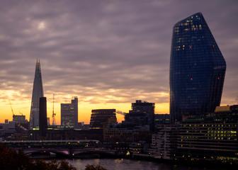 Photo sur Plexiglas Lavende Epic dawn sunrise landscape cityscape over London city sykline looking East along River Thames