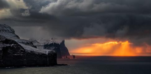 Photo sur Toile Ile Streymoy Eysturoy cliffs