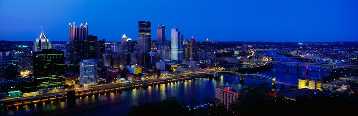 Fototapete - This is the Allegheny and Monongahela Rivers where they meet the Ohio River at dusk. This is the view from Mount Washington.