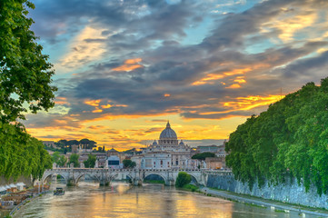 Printed kitchen splashbacks Rome A view along the Tiber River towards St. Peter's Basilica and the Vatican in Rome, Italy.