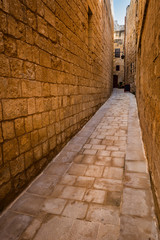 Papiers peints Ruelle etroite Narrow Alley in Old City of Mdina in Malta