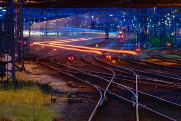 Eisenbahn Bahnhof Railway Strecke Gleise Weichen Signale Züge Langzeitbelichtung Wischer Verkehr Deutschland Hauptbahnhof Hagen Westfalen Rangieren Abstellgleis blaue Stunde Stimmung Atmosphäre Ferne