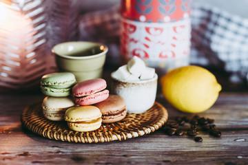 Photo sur Toile Macarons Goûter avec des macarons colorés