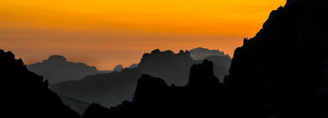 Keuken foto achterwand Chocoladebruin Mountain ranges at sunset in the Sexten Dolomites / Dolomiti di Sesto / Sextener Dolomiten, nature reserve in South Tyrol, Italy