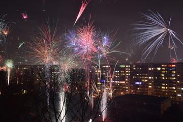 Feuerwerk in Wohnviertel