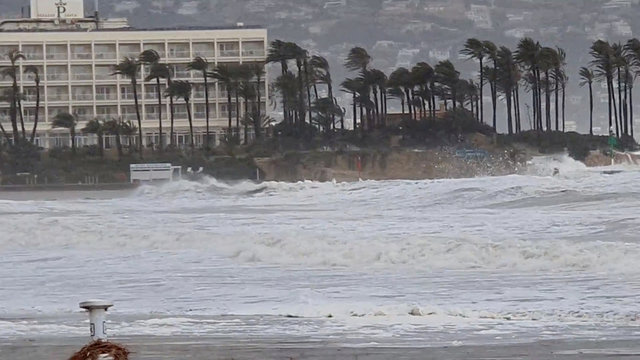 Winds whip palm trees as Storm Gloria batters coastline in Javea