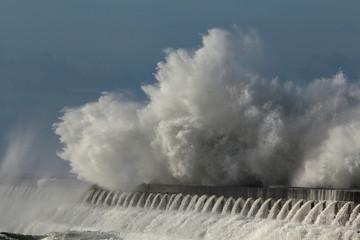 Detailed huge wave splash