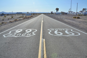 Photo sur Aluminium Route 66 Route 66 sign on the road