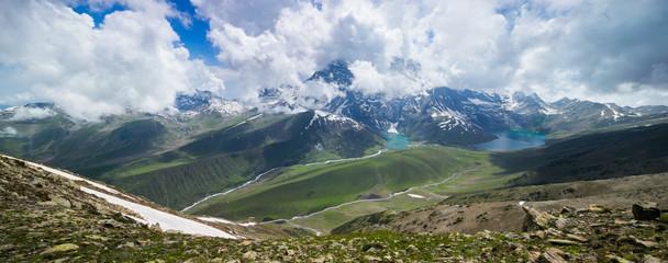 Photo sur Aluminium Bleu jean green water of Gadsar Lake. Gadsar Lake is a part of Great Lakes Trek in Kashmir