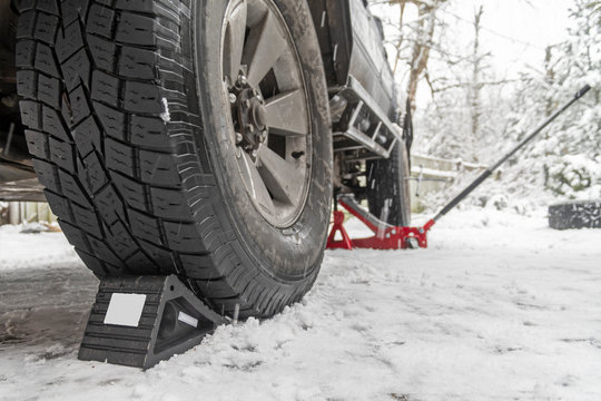 Wheel Chocks anti-skid. Prevent tires from rolling by set chock on front wheel on rough ground. Triangular anti-slip base