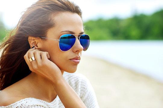 Fashion portrait of beautiful woman wearing sunglasses