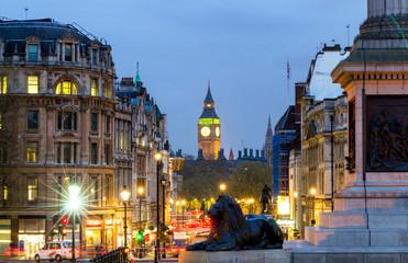 Foto op Aluminium Londen rode bus Street view of Trafalgar Square towards Big Ben at night in London, UK