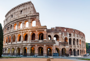 Colosseum at sunrise in Rome, Italy Fototapete