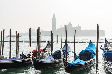 Foto auf AluDibond Gondeln Gondolas in Venice, Italy