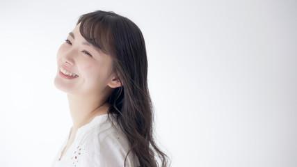 若い女性 笑顔