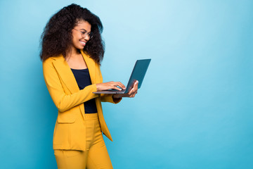 Profile photo of pretty assistant dark skin wavy lady holding notebook searching information...