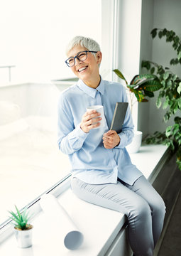 business woman senior portrait office executivecasual beauty