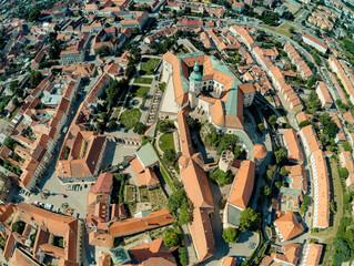 Altstadt, Schloss und Pulverturm in Mikulov von oben, Mikulov, Tschechische Republik