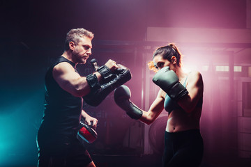 male trainer gives self-defense classes to female fighter - uppe