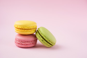 Foto op Textielframe Macarons Pink, green and yellow macarons on pink