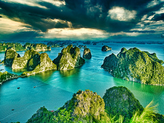 beautiful green limestone mountains in halon bay Fotomurales