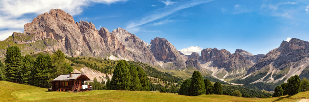 Panoramic view of Col Raiser Alp with the mountains of the Geisler Group in the background, Dolomite Alps in South Tyrol, Italy