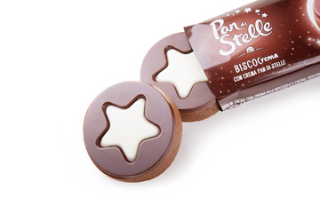 Chocolate biscuits with hazelnut and cocoa cream. Biscocrema Pan di Stelle Barilla.