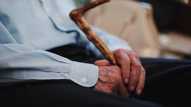 CLOSE-UP OF THE HANDS OF A SENIOR MAN