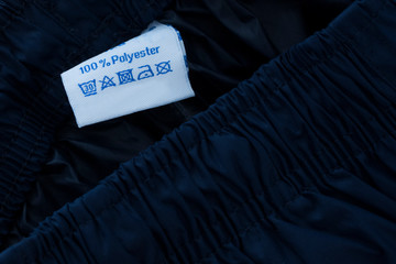 100 % polyester label on blue polyester background Fotomurales