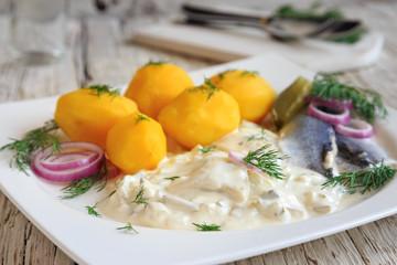 Hering in Sahnesauce mit Kartoffeln