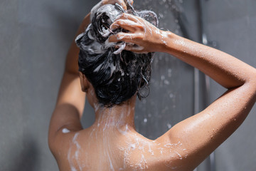 Photo sur Aluminium Akt Woman bathing and washing her hair relaxed.